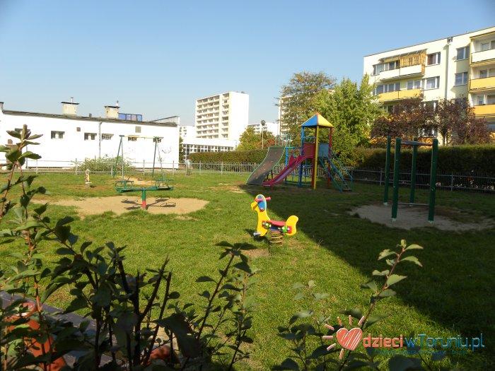 Dla dzieci w Toruniu: Plac zabaw – Piskorskiej