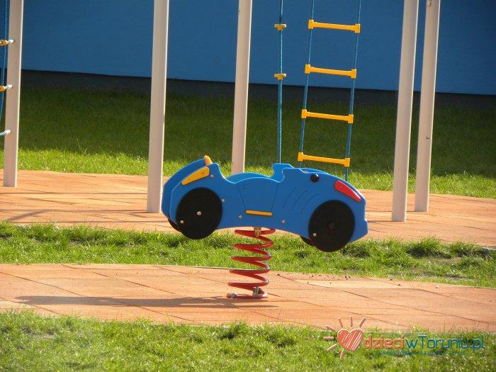 Dla dzieci w Toruniu: Plac zabaw – Dziewulskiego