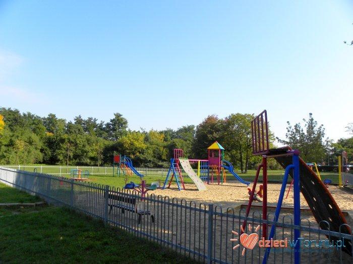 Dla dzieci w Toruniu: Plac zabaw – Buszczyńskich